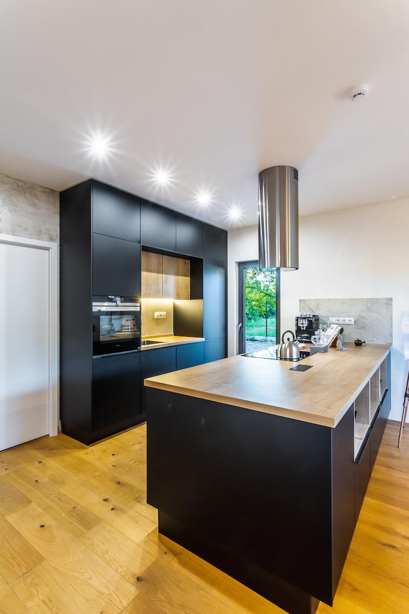 Kuchyň v černé