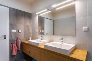 Koupelna dvě umyvadla