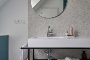Prostorná samostatná koupelna