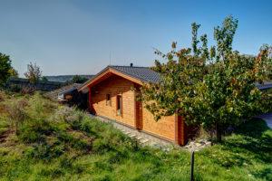 Dům je postaven z polární borovice