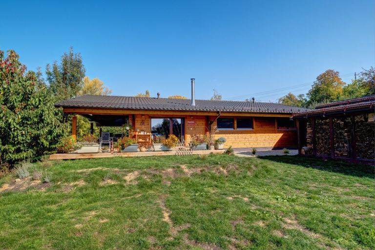 Atraktivní bungalov s vůní dřeva v blízkosti moravského Kyjova