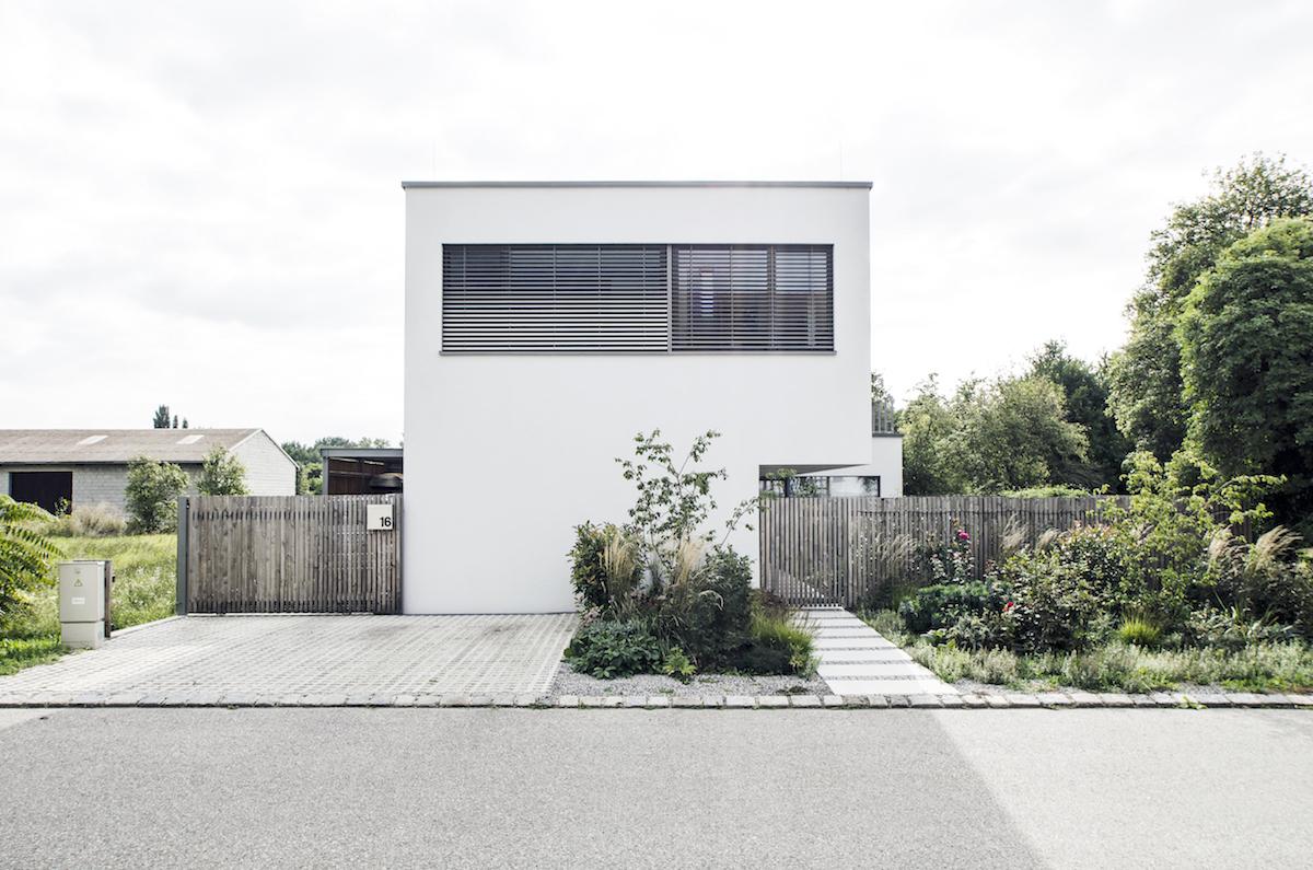 Novostavba domu - pohled z ulice