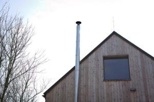 Dřevodům s komínem a terasou