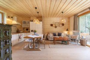 Interiér chaty v obývací části