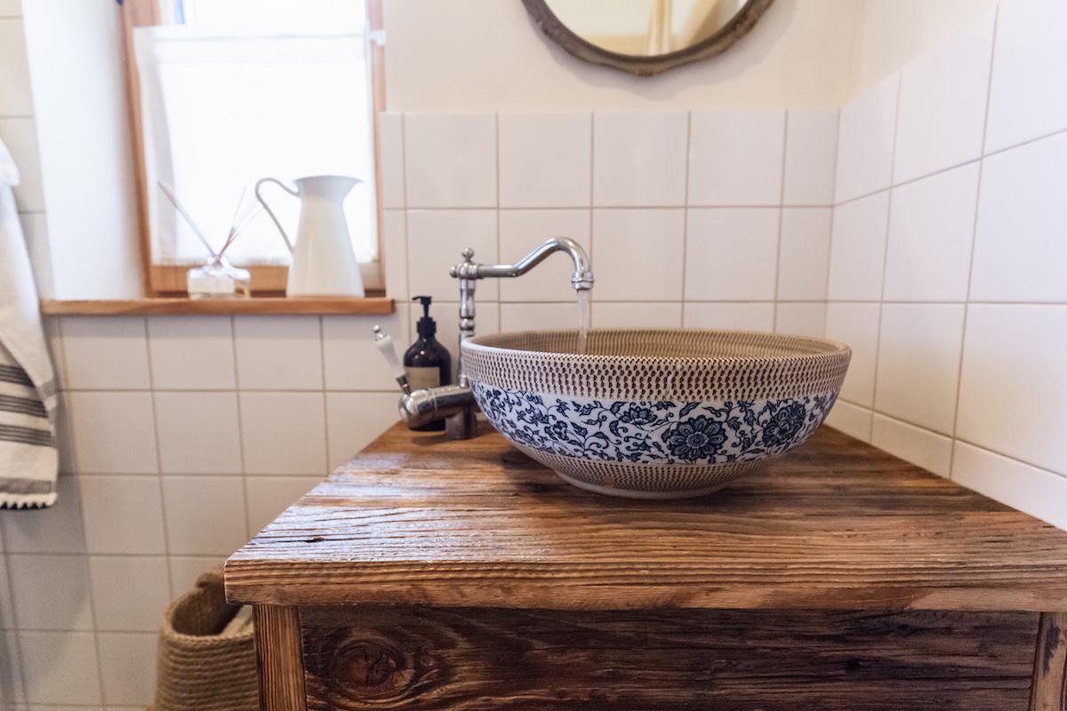 Vzorované keramické umyvadlo
