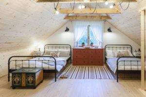 Ložnice se dvěma postelemi