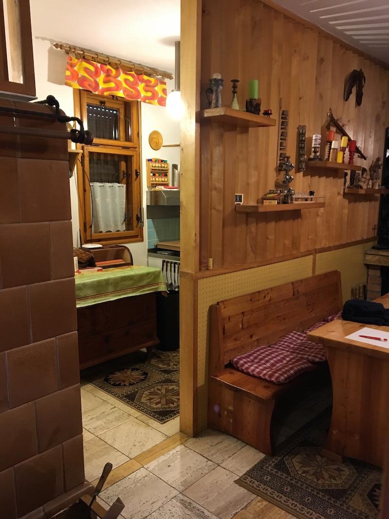 Interiér chaty před rekonstrukcí