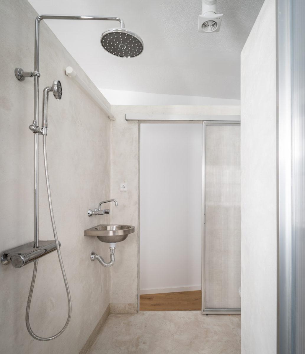 Sprcha a toaleta