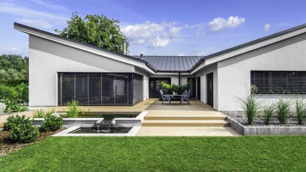 Sčeskou terasou od WPC – WoodPlastic nemůžete šlápnout vedle
