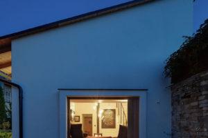 Noční pohled do domu