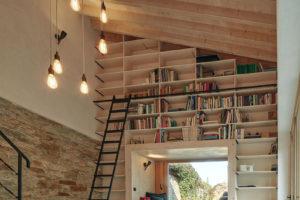Knihovna v zdi