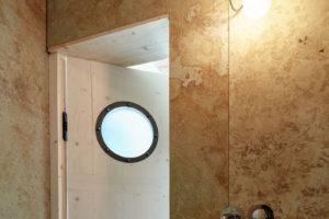 Obložení z pískovce v koupelně