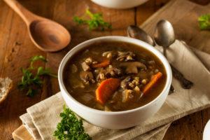 Houbová polévka s ječmenem