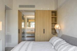 Ložnice vchod do koupelny