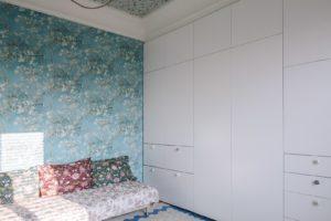 Pokoj se skříní