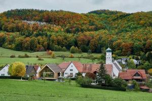 Dřevostavba na okraji obce