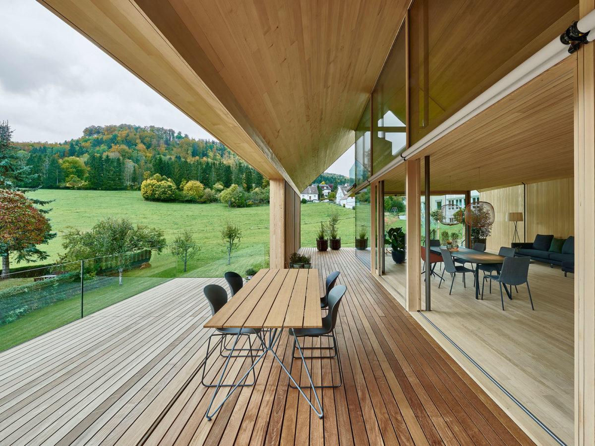 Kryté terasy dřevostavby s jídelnou