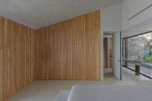 Dřevěná stěna.