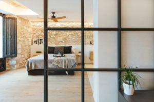 Ložnice spojena s obývákem
