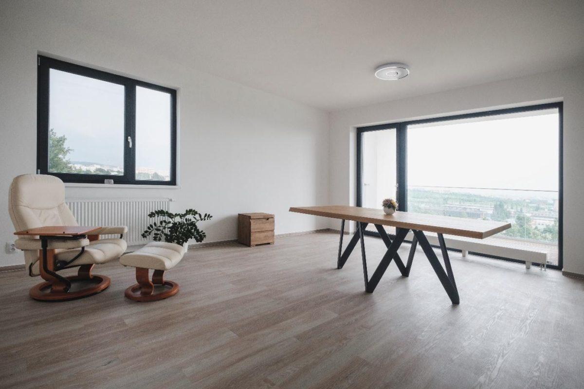 Bydlení jako v Paříži? S francouzskými okny si velkorysý výhled můžete užívat po celý rok
