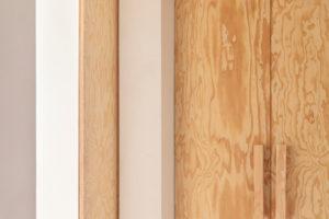 Nábytek z borovicového dřeva