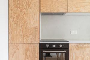 Kuchyň z borovicového dřeva