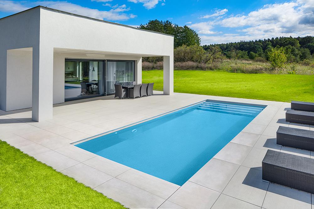 Letní koupání ve vlastním bazénu? Je nejvyšší čas začít.