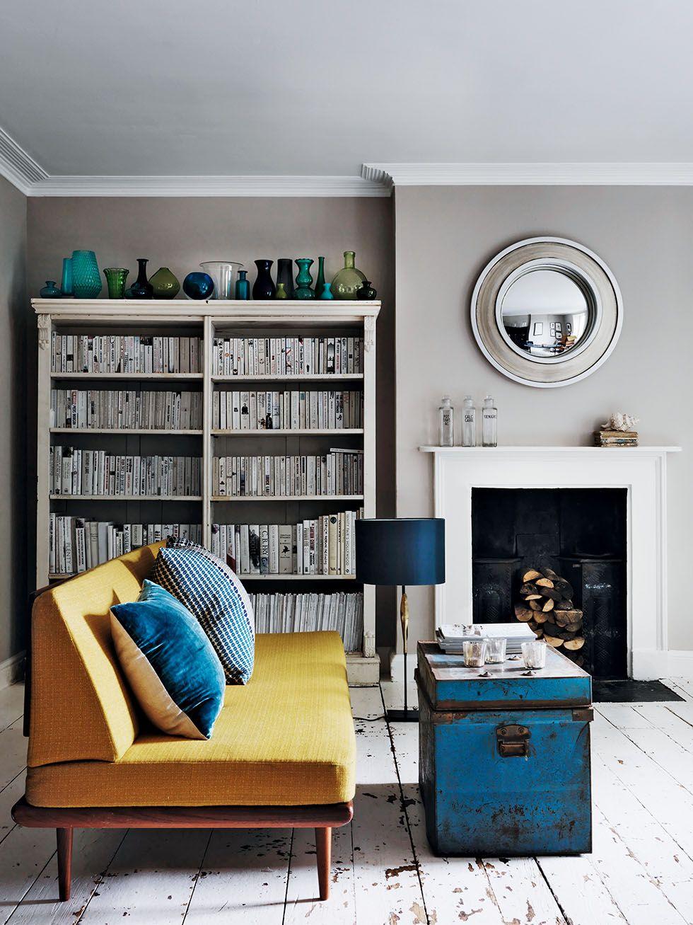 Obývák se žlutou pohovkou