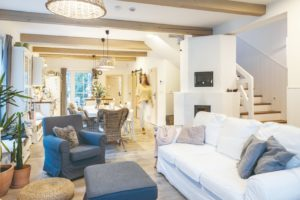 Obývací pokoj s trámy