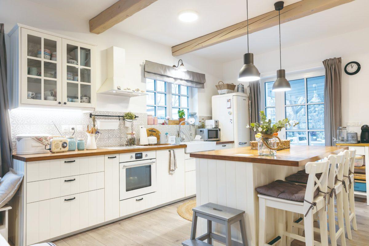 Bílá kuchyň z IKEY