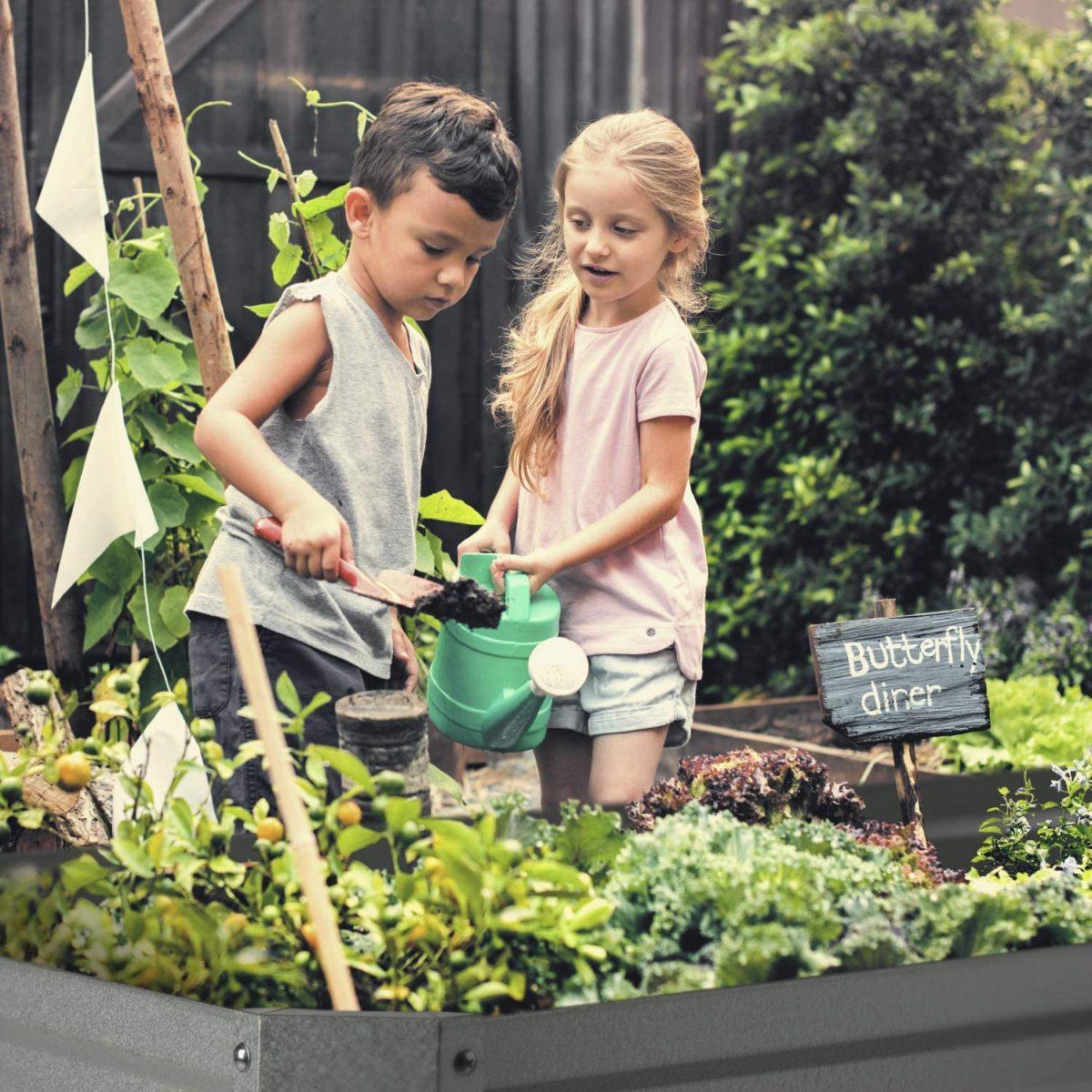 Děti v zahradě