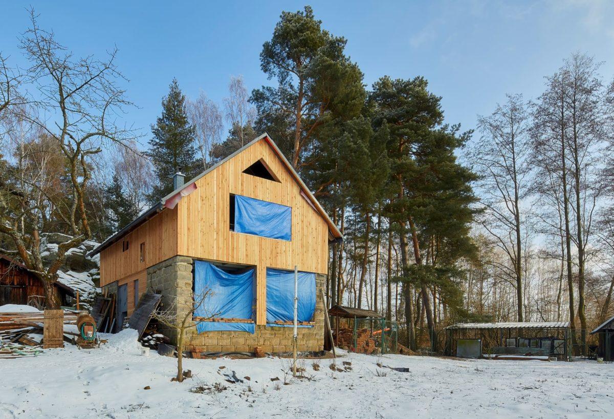 Pískovcovou stodolu proměnili ve vysněné bydlení