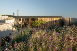 Zahradní domek s venkovní kuchyní