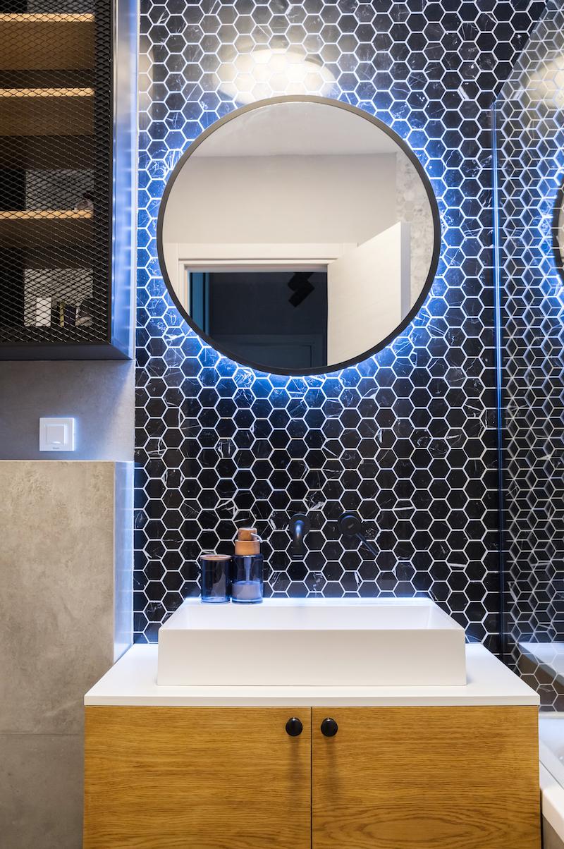 Velké zrcadlo v koupelně