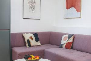 Otoman v obývacím pokoji
