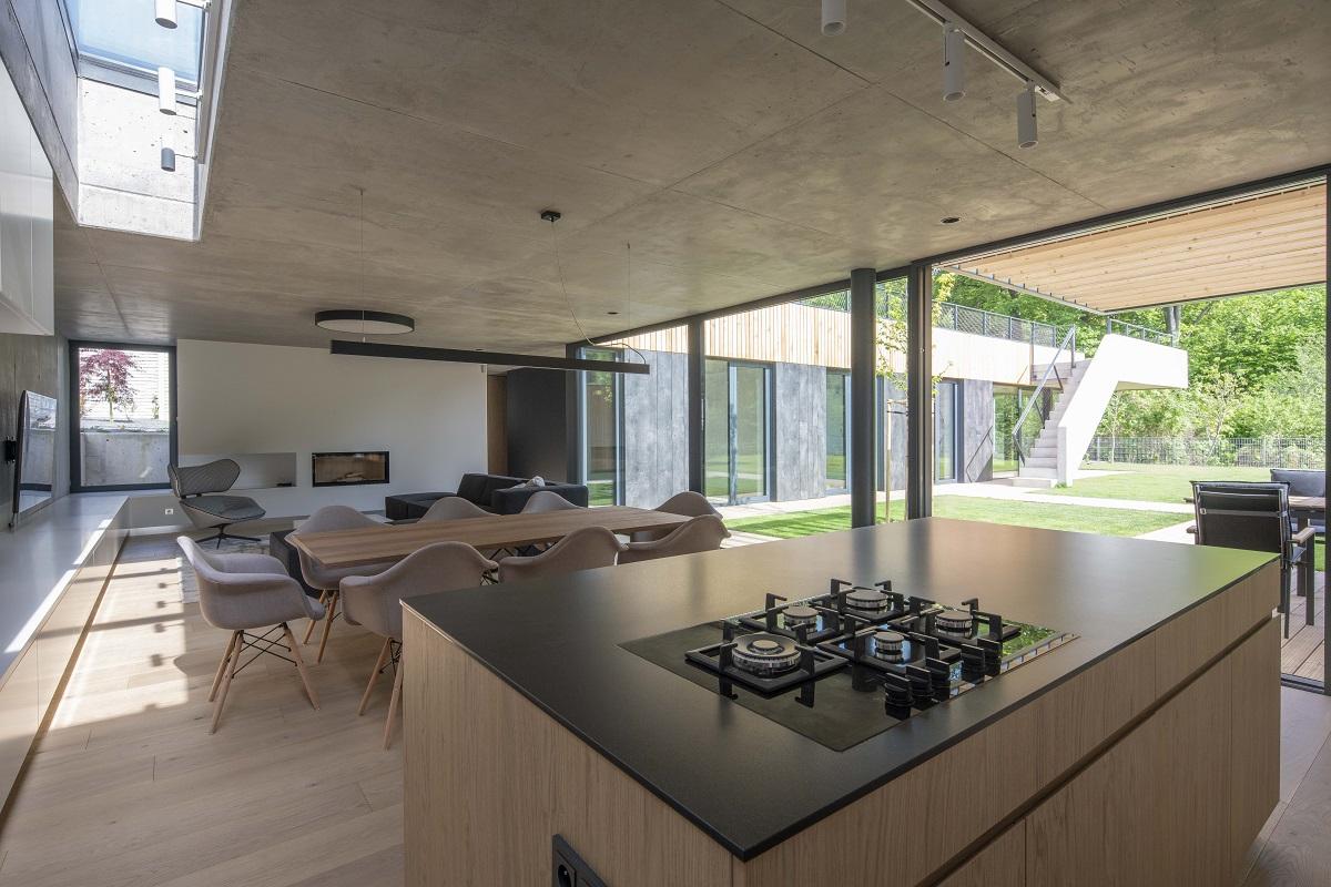 Kuchyň s jídelnou a obývací část