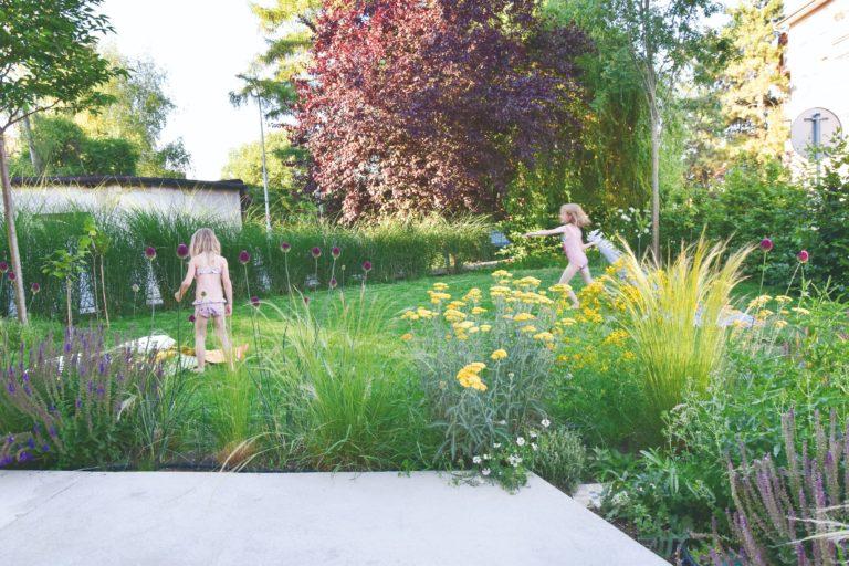 Atypická městská zahrada pro mladou rodinu v tiché části Brna