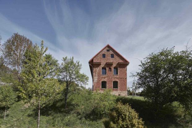 Vestavba v ruině: Projekt, který boří představy o tom, jak zacházet se starými domy