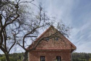 Plášť cihlového domu