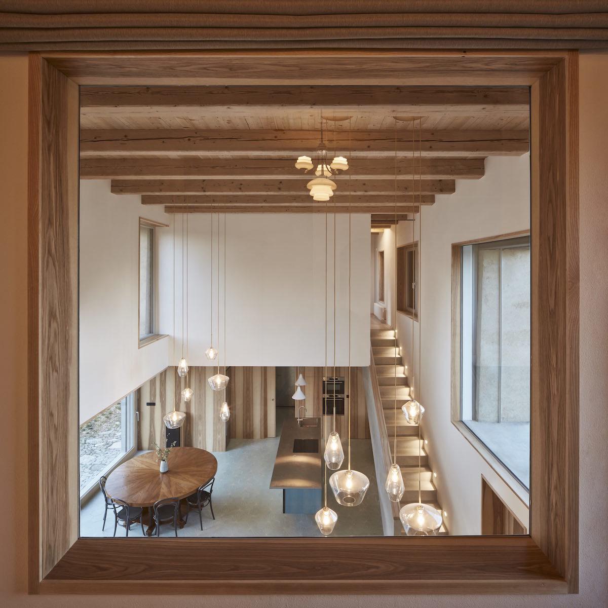 Pohled do otevřeného prostoru kuchyně
