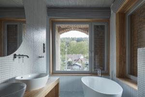 Koupelna se stojící vanou