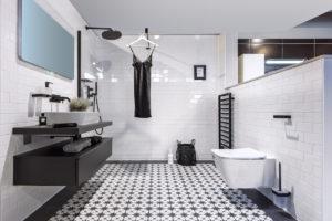 Černobílá kombinace koupelny