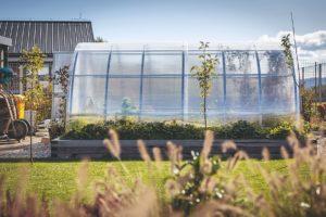 Menší skleník k pěstování zeleniny