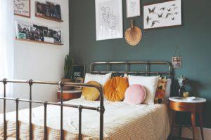 Ložnice s obrazy