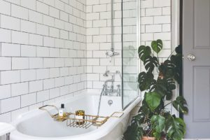 Koupelna s retro vanou