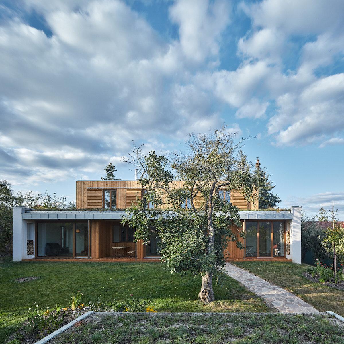 Umístění domu vcentru zahrady