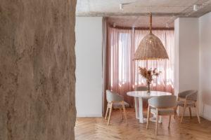 Jídelna s dizajnovým nábytkem