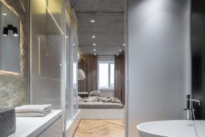 Přechod do ložnice z koupelny