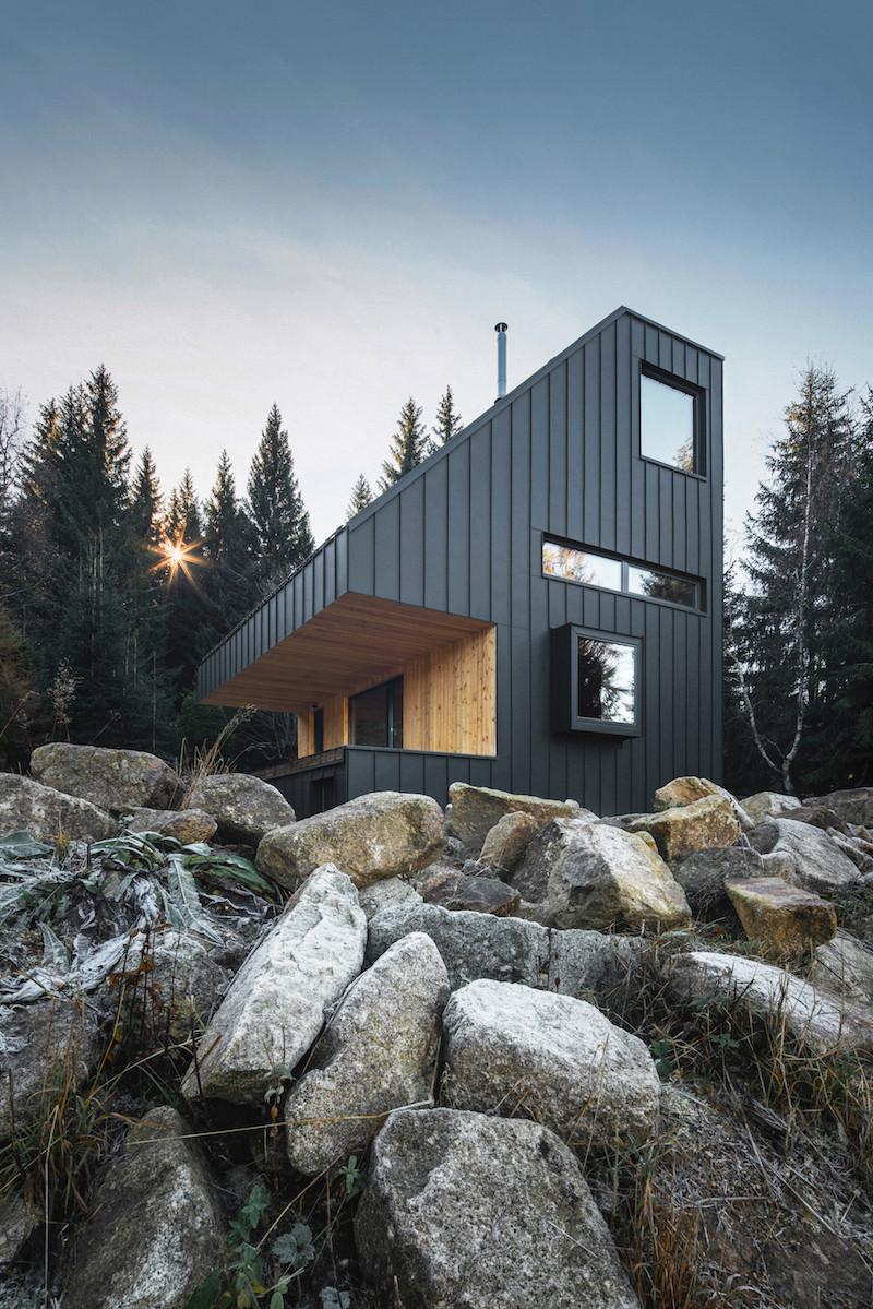 Víkendový dům se šikmou střechou