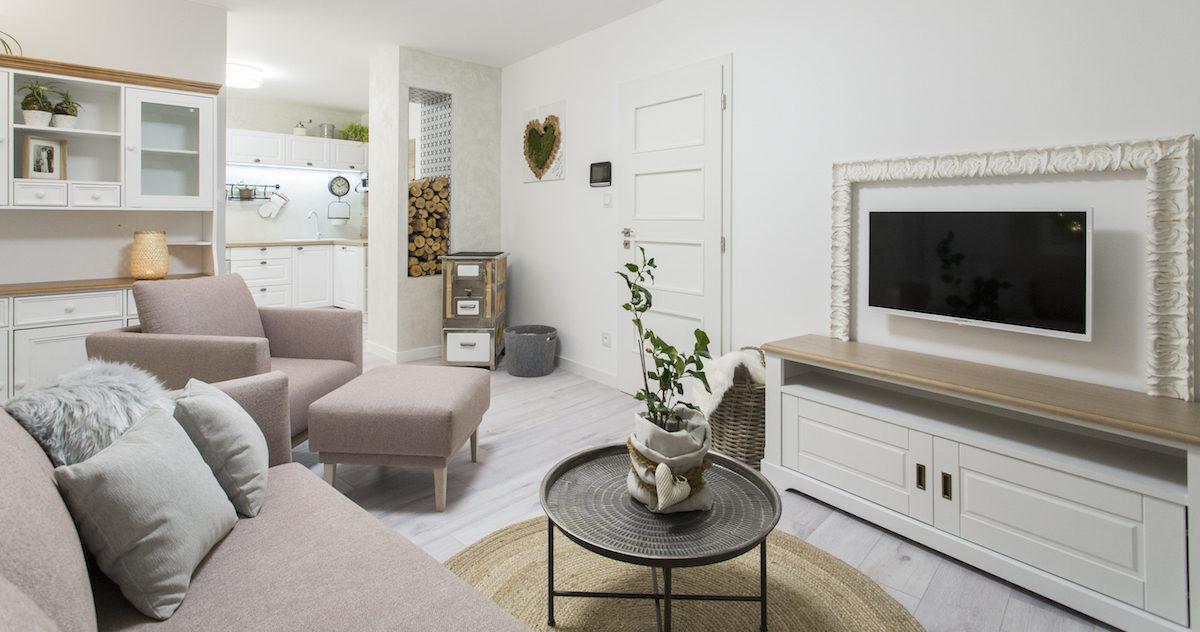 Zasloužený nový start: Proměna obývacího pokoje a kuchyně v domě po babičce